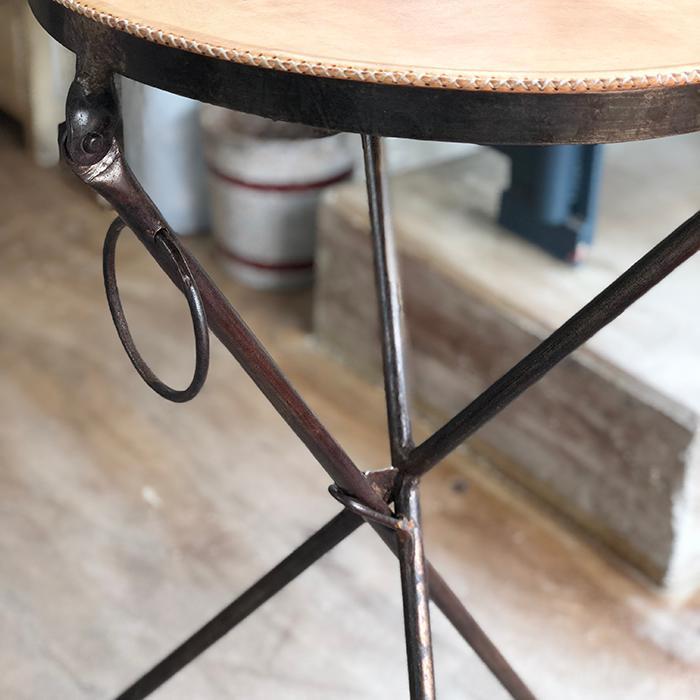 Leather ラウンドフォールディングテーブルS/ナチュラルブラウン04