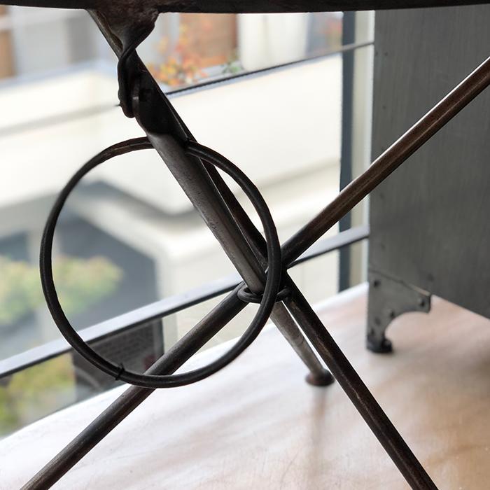 Leather ラウンドフォールディングテーブルM/ナチュラルブラウン03